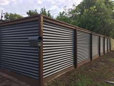 New Cheap Patio Roof Ideas Corrugated Metal Ideas Diy Privacy Fence, Privacy Fence Designs, Diy Fence, Fence Landscaping, Backyard Fences, Fence Gate, Fencing, Backyard Privacy, Corrugated Metal Fence