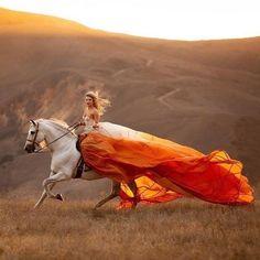 Horseback riding in California Cute Horses, Pretty Horses, Horse Love, Beautiful Horses, Animals Beautiful, Horse Girl Photography, Fantasy Photography, Equine Photography, Happy Photography