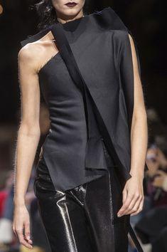 Yang Li at Paris Fashion Week Fall 2018 - Details Runway Photos