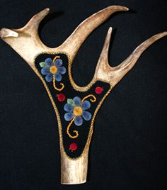 Caribou tufting: Once unique to the north, caribou-hair tufting is a delicate… Native Style, Native Art, Contemporary Art Forms, Native American Animals, Native Design, Indigenous Art, Gourd Art, Canadian Artists, Floral Designs