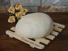 La pasta frolla senza burro e uova, ricetta vegana, è leggera, sana, friabile, saporita ed è ideale nella preparazione di crostate e biscotti.