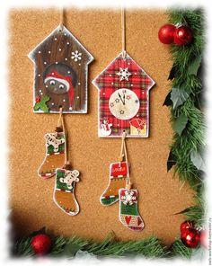 Купить новогоднее украшение на елку интерьерная подвеска панно Часы домик - новогодняя подвеска
