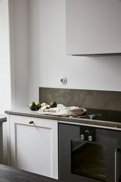 love the white/dark combo in this kitchen
