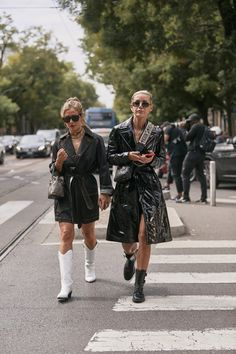 Attendees at Milan Fashion Week Spring 2020 - Street Fashion Daily Street Style, Street Style Trends, Spring Street Style, Ootd, Fashion Couple, Spring Summer Trends, Street Fashion, Milan Fashion, Matching Outfits