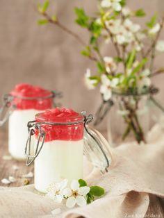 Seid ihr zufällig gerade auf der Suche nach einem leichten und schnellen Dessert? Mit Rhabarber? Ein Dessert, das auch noch gut vorzubereiten ist? Dann ist heute euer Glückstag! Denn genau so ein D…