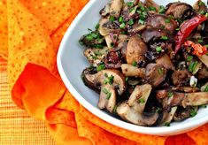 Spicy Mushroom Stir Fry with Garlic, Black Pepper, and Chives (Vegan)