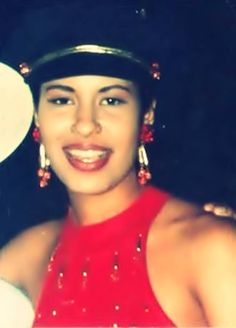 She looks so young here. Selena Quintanilla Perez, Mexican American, Wearing Glasses, For Your Eyes Only, Now And Forever, Role Models, Superstar, Singer, People