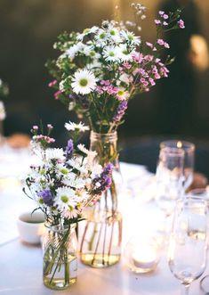 Fleurs des champs + bouteille en verre = le bon mix