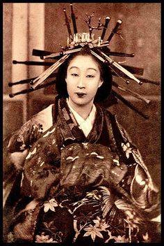 A TAYUU is an OIRAN is NOT NECESSARILY a TAYUU is a PROSTITUTE | Flickr - Photo Sharing! areally fascinating article on a caste system