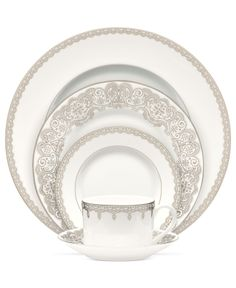 Restore the grace and fanfare of fine dining with extraordinary Lismore Lace dinnerware. Inspired by the iconic Lismore crystal pattern, this ornate Waterford accent plate marries lavish platinum and Waterford Lismore, Waterford Crystal, Fine China Dinnerware, Dinnerware Ideas, White Dinnerware, Wedding China, China Patterns, Place Settings, Fine Dining