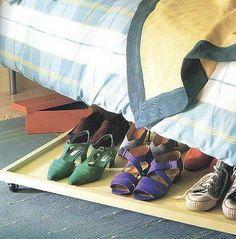 Otra idea para guardar zapatos: abajo de la cama
