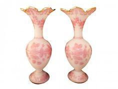 Baccarat - Paire de vases en cristal dépoli et opaline rose