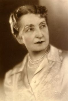 Hortensia Papadat-Bengescu | Eroii Romaniei Chic