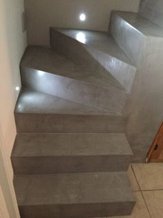 Escalier gris Basement Stairs, House Stairs, Escalier Design, Steel Stairs, Concrete Projects, Spiral Staircase, Wooden Doors, Home Projects, Small Spaces