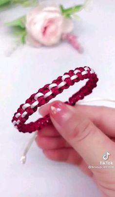 Diy Bracelets With String, Diy Bracelets Easy, Bracelet Crafts, Braided Bracelets, Handmade Bracelets, Jewelry Crafts, Diy Crafts Hacks, Diy Crafts For Gifts, Diy Bracelets Patterns