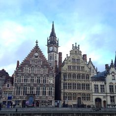 Aw, look at the teeny tiny building on the left! Cutest of all the beautiful buildings in Gent #gent #beautifulbuildings #beautifulbelgium #belgium