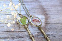 Collier clé fougère / bijoux en résine / par HadleysCloset sur Etsy
