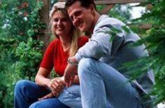 Schumacher, a 3 anni dall'incidente ecco come sta davvero l'ex campione di Formula 1 Finito in coma dopo una caduta sugli sci, la famiglia ne ha difeso strenuamente la privacy, facendo calare il silenzio. Ma ora trapelano nuove indiscrezioni  Il 29 dicembre 2013 Michael Schumacher  #michaelschumacher