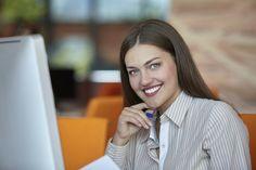 Veja como causar boa impressão em entrevistas de emprego e reuniões empresariais online.