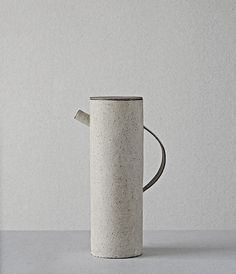 """Minimal: Between White and Black"" - by http://www.leuchtend-grau.de/  Ceramics by Takashi Endo"