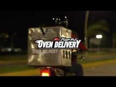 Pizza Hut implementa motos con horno para servir pizzas recién hechas a domicilio