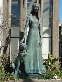 Tomb of Liliana Crociati (1970), sculpture by Wilfredo Viladrich - Recoleta Cemetery (Buenos Aires)