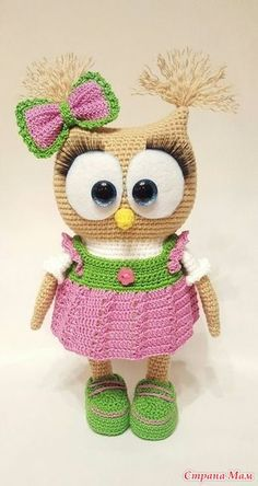 Cute Owl in Dress Amigurumi This crochet pattern / tutorial is available for free. Full post: Cute Owl in Dress Amigurumi Owl Crochet Patterns, Crochet Owls, Owl Patterns, Cute Crochet, Crochet Animals, Crochet Crafts, Crochet Baby, Crochet Projects, Knitting Patterns