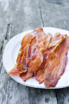 How to Cook Bacon in the Oven – Reg. bacon 400º for 20-30 min. (Thick cut or end pieces 350º) Check after 10-15 min. Line baking pan with parchment. Pour off grease while still warm. You can flip bacon or rotate the pan halfway through.