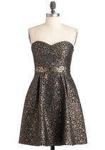This would be perfect for a holiday party. If I were a rich socialite who went to chic holiday parties Goldleaf Glamour Dress, Girl Fashion, Fashion Dresses, Retro Vintage Dresses, Mod Dress, Look Chic, Dream Dress, Dress Me Up, Pretty Dresses, Dress To Impress