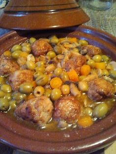 tajine au boulettes de viande hachée de poulet au gingembre Tajin Recipes, Beef Recipes, Cooking Recipes, Plats Ramadan, Easy Zucchini Recipes, Algerian Recipes, Ramadan Recipes, Albondigas, Best Dinner Recipes