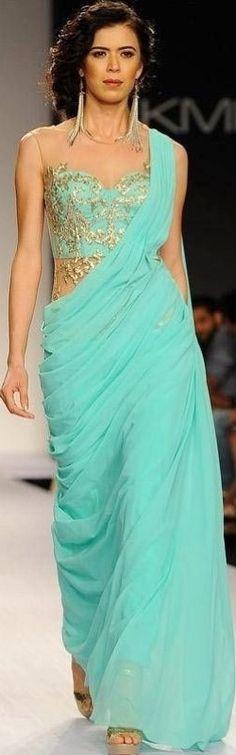 Bridal saree blouse embroidery fashion weeks 29 ideas for 2019 Lakme Fashion Week, India Fashion, Asian Fashion, Fashion Weeks, Gold Fashion, Womens Fashion, Saris, Indian Attire, Indian Wear