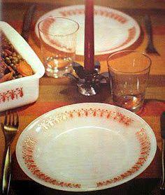 Quem nunca comeu macarronada em um desses pratos na casa da avó?  O conjunto se chamava Termo Rey!