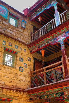 Shambala Palace Heritage Hotel . Lhasa