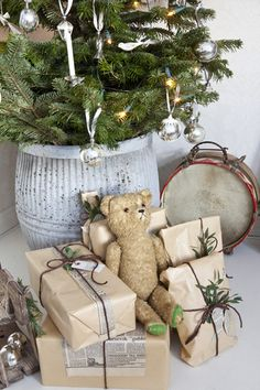°° remember°° for next year add little presents for my out door Christmas tree and a toy or an elf that will change position every night. French Christmas, Natural Christmas, Noel Christmas, Country Christmas, Christmas Colors, Beautiful Christmas, Winter Christmas, Vintage Christmas, Christmas Gifts