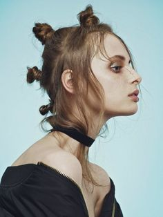 Spring Hairstyles, Curled Hairstyles, Cool Hairstyles, Photoshoot Inspiration, Mode Inspiration, Bun With Curls, Runway Hair, Hair Arrange, Editorial Hair