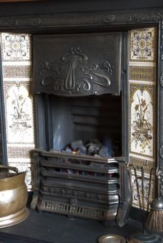 This type of coal burning fireplace was mostly used in bedrooms in Victorian houses. Coal was used because it burned slower and keep the bedroom heated longer. Victorian Decor, Fireplace Pictures, Victorian Homes, Cast Iron Fireplace, Victorian Fireplace, Fireplace Gallery, Victorian Cottage, Fireplace, Victorian Interiors