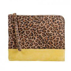 Die handgefertigte iPad-Tasche aus echtem Rindleder mit auffälligem Leoparden-Muster und stylischem Color-Blocking vom Berliner Newcomer-Label ZOOKIE