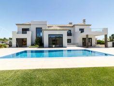 Cette luxueuse villa d'architecture moderne est situé à Quinta Verde, une zone…