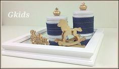 Kit contém: bandeja + 2 potes + cavalo dourado + nome    TAMANHO: 32cm x 32cm x 6,5 cm alt. ( bandeja )  PINTURA: Lisa acetinada  DISPONÍVEL EM OUTRAS CORES: Sim  RECORTES: Todos feitos em MDF e Resina  ACESSÓRIOS : Feitos em Resina. e cerâmica    Utilizamos somente madeira de reflorestamento e p...
