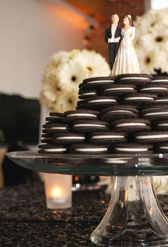 So cool! Stacked Oreo cookies for dessert #wedding #diywedding #oreo #desserttable #weddingdessert