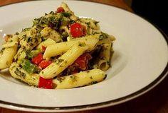 Vynikající těstovinový salát se špenátem - recept. Přečtěte si, jak jídlo správně připravit a jaké si nachystat suroviny. Vše najdete na webu Recepty.cz. Thing 1, Pasta Salad, Meat, Chicken, Ethnic Recipes, Food, Crab Pasta Salad, Essen, Meals