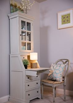 Most Design Ideas Small Bedroom Makeover Ideas Pictures, And Inspiration – Modern House Bedroom Office Combo, Bedroom Desk, Bedroom Storage, Home Office Furniture, Home Office Decor, Home Decor, Small Condo Decorating, Narrow Living Room, Living Rooms