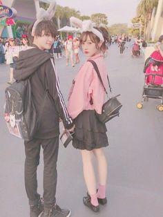 今日の私服です。 王子と合わせて黒コーデにしたけど、 黒のアイテム全く持ってなくて、 全然黒ない!助 Japanese Couple, Korean Couple, Cute Japanese, Korean Girl, Asian Girl, Mode Ulzzang, Ulzzang Girl, Human Poses Reference, Couple Aesthetic