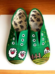 Zapatillas pintadas a mano! Painted Canvas Shoes, Custom Painted Shoes, Hand Painted Shoes, Custom Shoes, Kid Shoes, Me Too Shoes, Baby Shoes, Sharpie Shoes, Funny Shoes