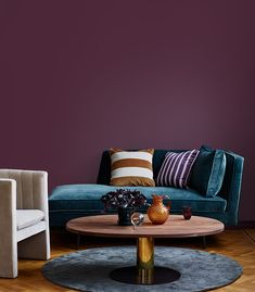 The trendiest colours to paint your home with in 2019 Dark Lounge, Black House, Home Bedroom, Wall Colors, Colours, Elle Decor, Exterior Design, Live, Couch