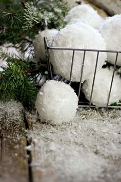 In Texas we don't get to experience too much snow, so I loved these decorative handmade snowballs and thought it would make a fun DIY post! No matter where you live, these snowballs will make a fun and whimsical addition...