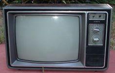 Vintage Television, Television Set, Vcr Player, Antique Radio, Funny Vid, Vintage Tv, Childrens Books, Nostalgia, Survival
