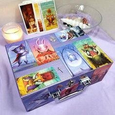 Tarot of the Magical Forest, Tarot Box, Animal Tarot Tarot Card Spreads, Tarot Cards, Love Oracle, Tarot Learning, Magic Box, Magical Forest, Learn Art, Animal Cards, Tarot Decks