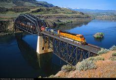 RailPictures.Net Photo: BNSF 7807 BNSF Railway GE ES44DC at Rock Island, Washington by Mike Danneman