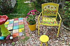 30 Fun Way To Brighten Up Your Backyard This Summer - DIY Gartendekor Dollar speichert Backyard Chairs, Pool Chairs, Garden Chairs, Backyard Ideas, Pool Ideas, Balcony Garden, Recycled Light Bulbs, Rustoleum Spray Paint, Mother Daughter Projects